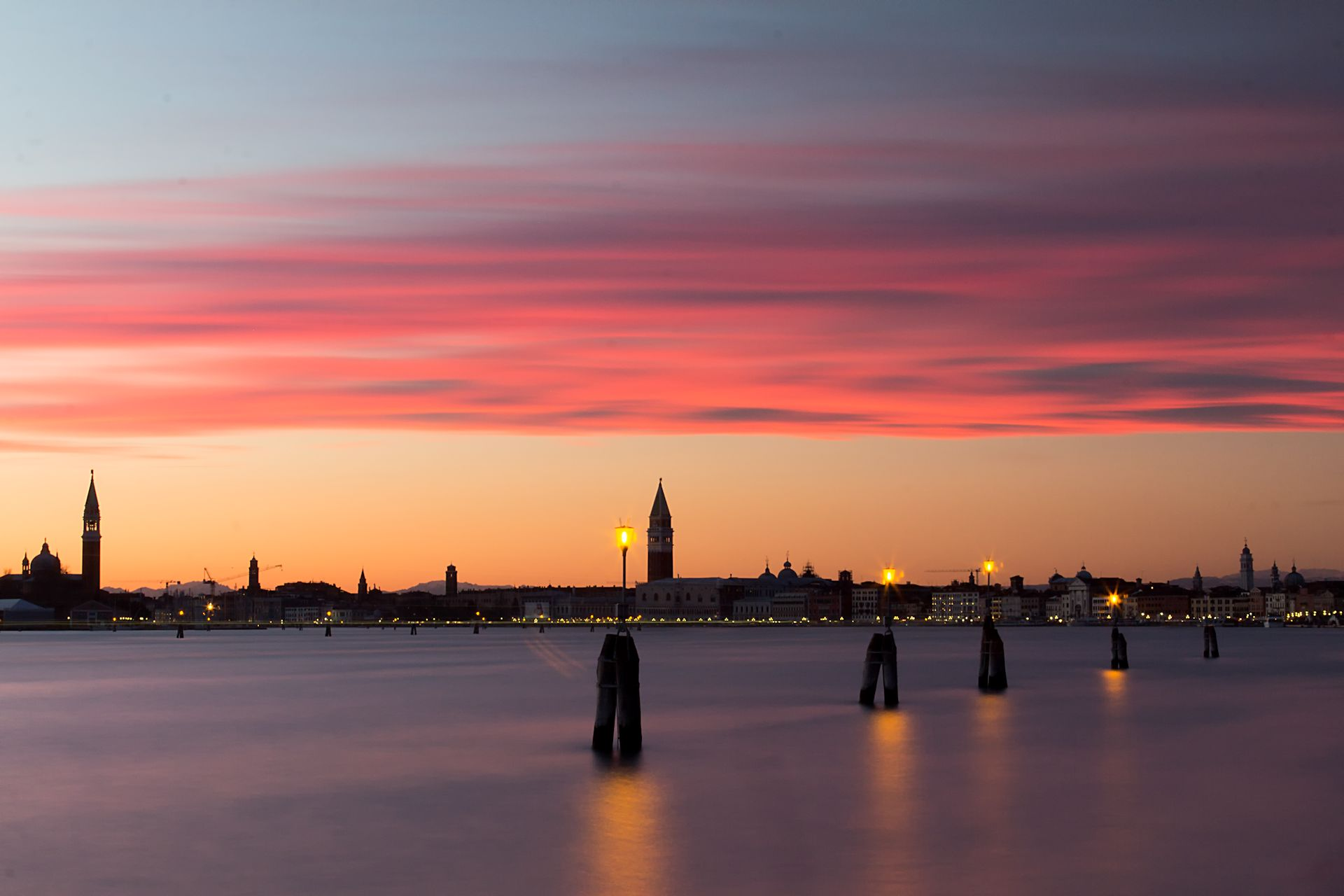 Skyline Venetië in de avond